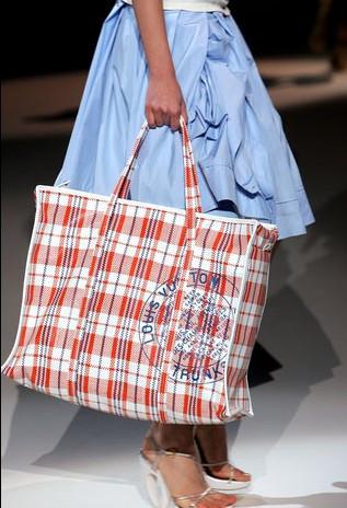 lv07年度发布的蛇皮袋包包叫什么名字?
