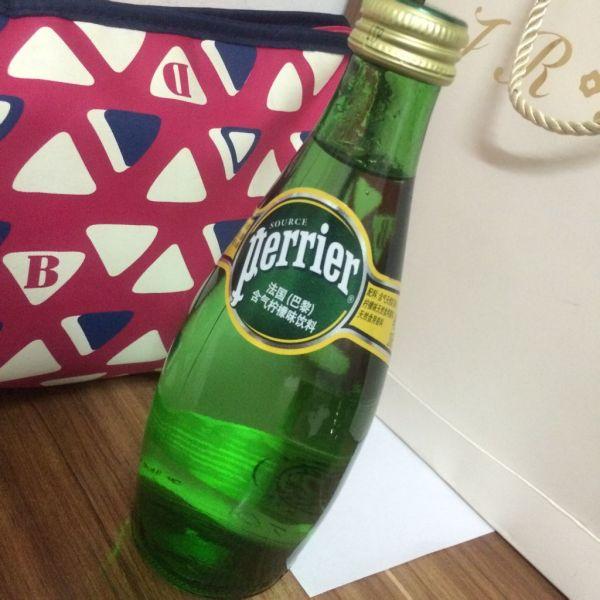 天刚买了一瓶 Perrier法国含气柠檬味饮料,打开之后怎么喝着是咸的 图片