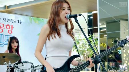 韩国美女架子鼓什么歌