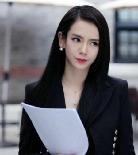 我型我秀戚薇_2006年,即将毕业的戚薇参加上海东方卫视《我型我秀》,最后成为