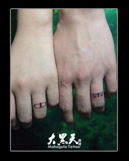 纹在手指上戒指纹身最新图库 纹在背上好看的纹身 纹在脖子上的纹身图片