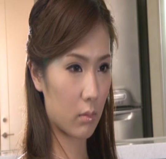 日本黄片名_这个日本女星叫啥?不知道名字的就不要回答了 谢谢